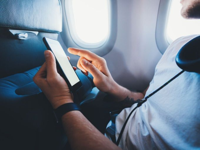 Soon Government Will Allow In-Flight Wi-Fi Service In India!